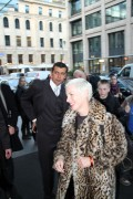 Annie Lennox arrives Regent Hotel in Berlin signing Autographs 29.10.10 (3X)