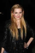Эбигейл Бреслин, фото 4. Actress Abigail Breslin attends the Vanity Fair party during the 10th annual Tribeca Film Festival at State Supreme Courthouse on April 27, 2011 in New York City., photo 4