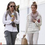 Ashley Tisdale-Getting takeout from Sweetsalt with Haylie Duff 21st April 2011
