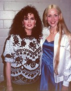 Marie Osmond - Posing with fans