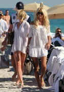 Виктория Сильвстед, фото 1509. Victoria Silvstedt - in sexy bikini on the beach in Miami 30/12/11, foto 1509
